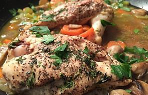 Kurczak duszony w sosie warzywnym