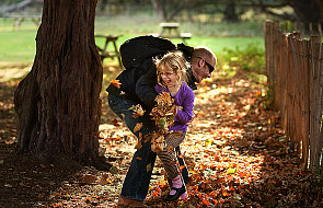 Dziecko potrzebuje gestów czułości od ojca!