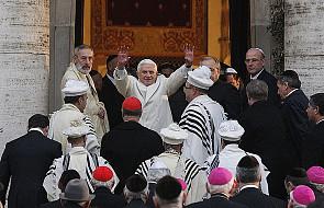 Benedykt XVI odwiedza rzymską synagogę