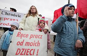 """Manifestacja: """"Dzieci są nasze, nie państwowe"""""""