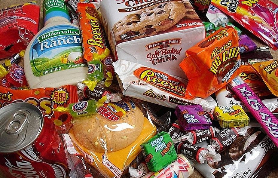 Kleje etykietek mogą zatruwać żywność