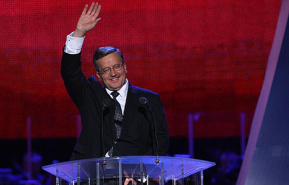 Wizerunek prezydenta w rękach J. Smolińskiego