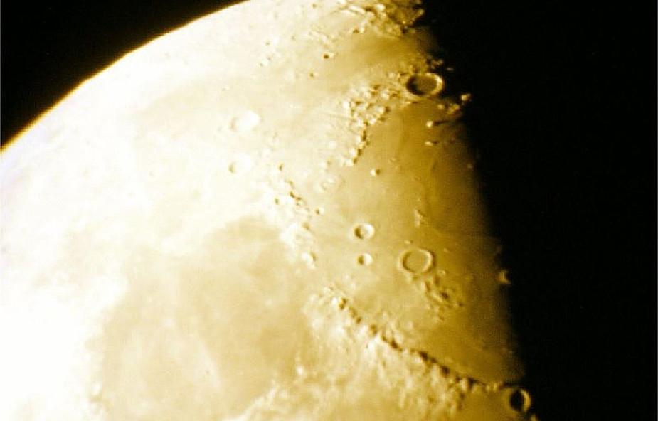 Czy wiesz, ile jest kraterów na Księżycu?