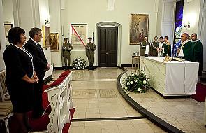 Komorowski odsłonił tablicę w kaplicy Pałacu