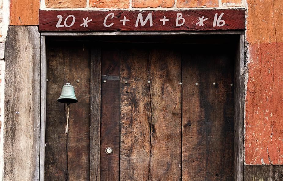 Dlaczego piszemy na drzwiach C+M+B?