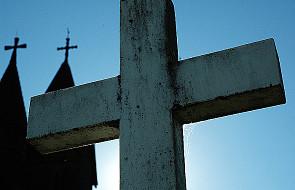 Kogo krzyż kole w oczy? - komentarz