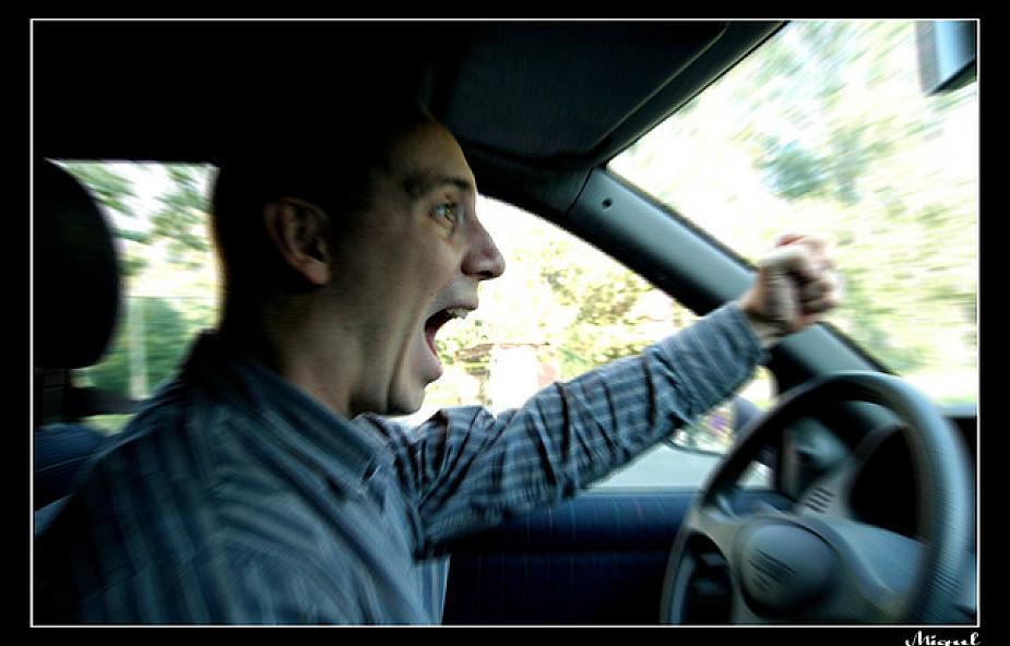 Agresywnii kierowcy utożsamiają się z autem