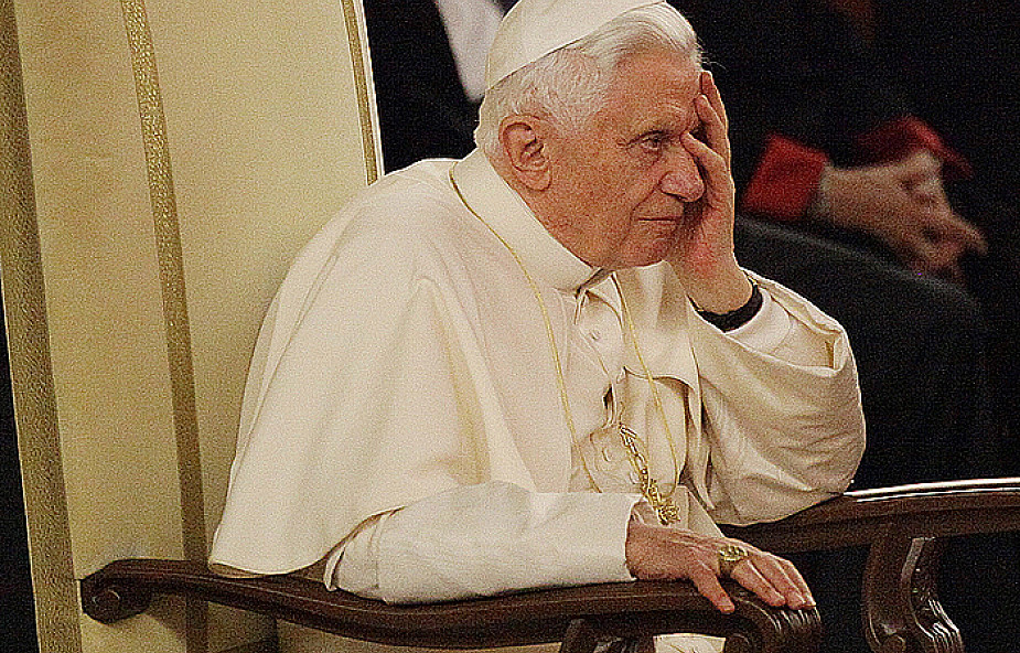 Papież i Stolica Apostolska śledzą kryzys