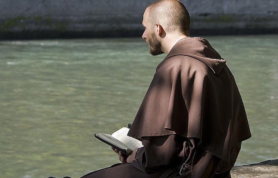 Czy księdzu łatwiej się modlić?