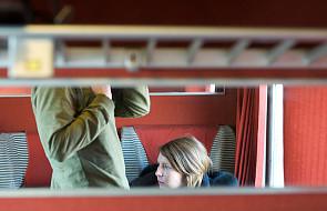 Pociąg i kobieta i... ekshibicjonizm