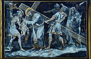 Stacja V - Szymon z Cyreny pomaga nieść krzyż