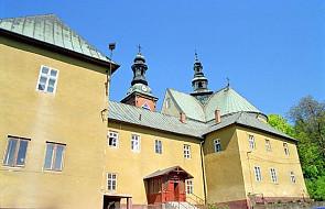 Klasztor oo. Bernardynów w Alwerni w ogniu