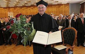 Bp Pieronek doktorem honoris causa UP