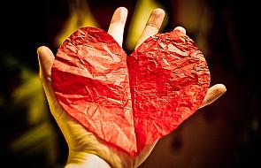 Serce Jezusa - Księga otwarta włócznią