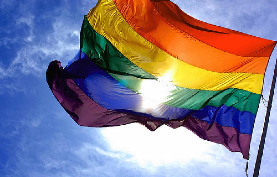 Skłonności homoseksualne - jak pomóc młodym?