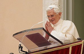 Papież apeluje do dziennikarzy o...  ciszę