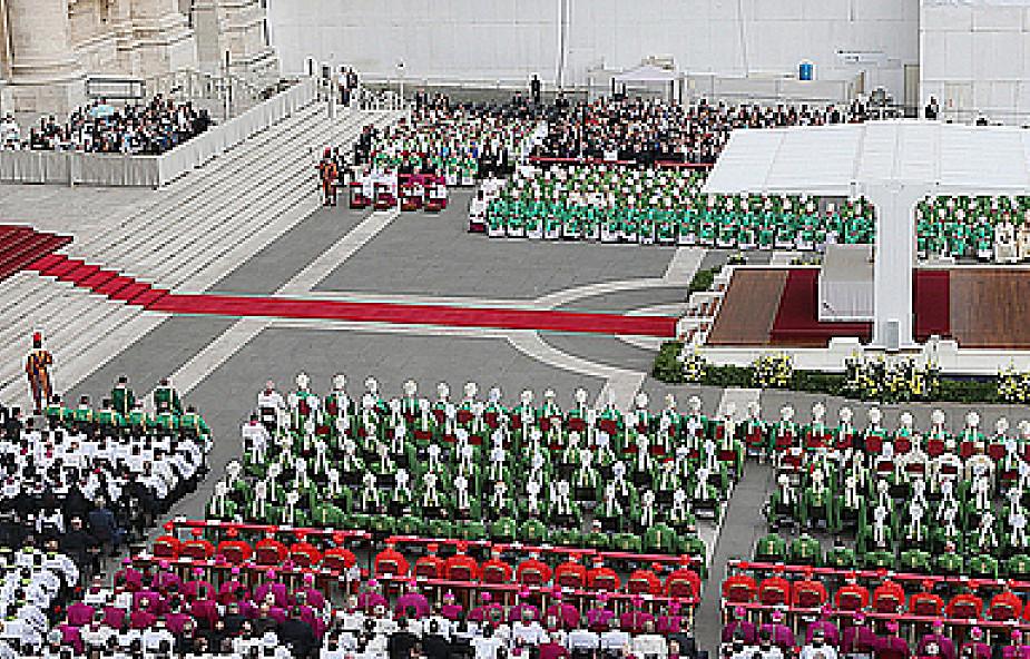 """Synod: """"samokrytyczne tony"""" w wystąpieniach"""