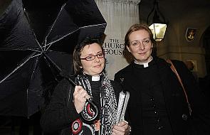 """Synod w Anglii i """"święcenia biskupie"""" kobiet"""
