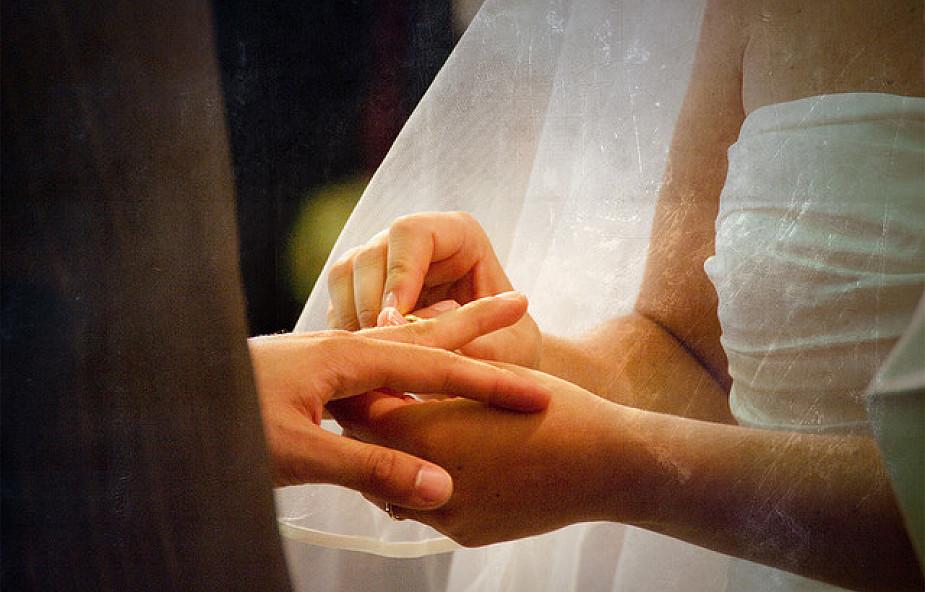 Dlaczego przywiązujemy wagę do małżeństwa?