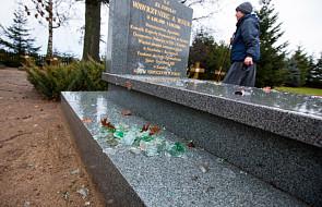 Wandale zdewastowali cmentarz urszulanek