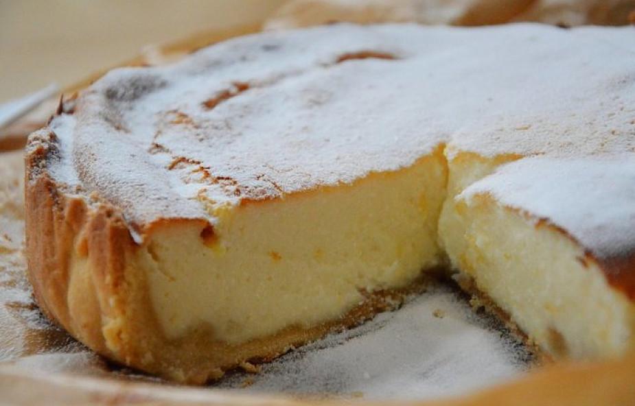 Spróbuj sernik przekładany kruchym ciastem