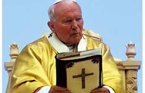 Kard. Martini modli się do bł. Jana Pawła II