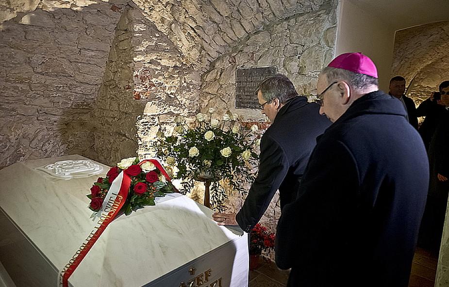 Prezydent na grobie abp. Życińskiego