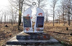 Faszystowskie hasła na cmentarzu żydowskim