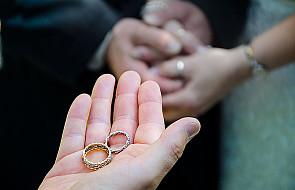Narzeczeni dłużej poczekają na ślub kościelny