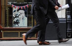 W. Brytania: Królowa nie daje za wygraną