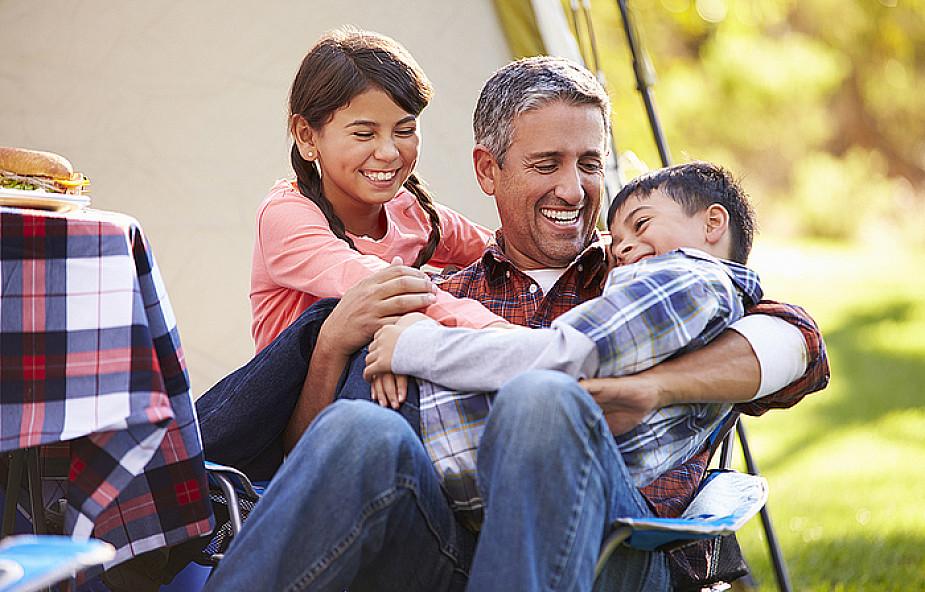 Dobry ojciec - męski syn i kobieca córka