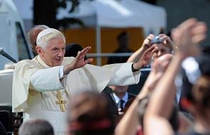Watykan: Benedykt XVI wręczy 44 paliusze