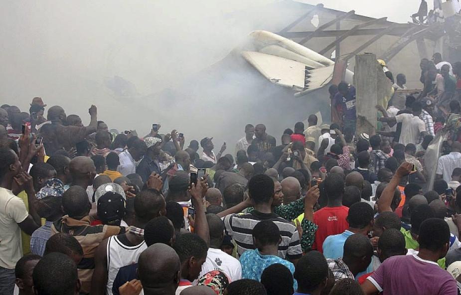 Nigeria: samolot pasażerski uderzył w budynek
