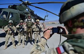 Zachęcamy sławnych do odwiedzania żołnierzy