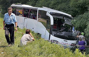 15 zabitych i 15 rannych - wypadek autokaru