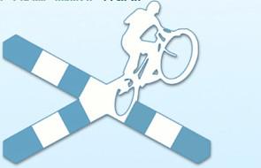 Młodzi ludzie na rowerach dla życia