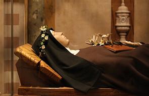 Św. Klara - Jaśniejąca ubogim Jezusem