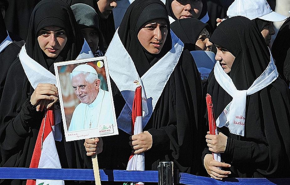 Ks. Lombardi: papież ujęty przyjęciem w Libanie