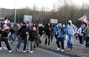 Walki na ulicach Belfastu w Irlandii Płn.
