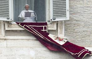 Pierwszy papieski tweet po... łacińsku
