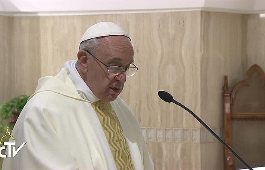 Franciszek: to pieniądze Ciebie niszczą!