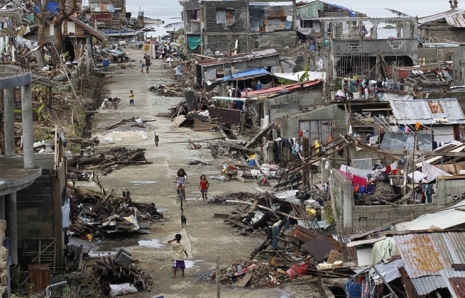 Filipiny: bilans ofiar tajfunu przekroczył 5 tys.