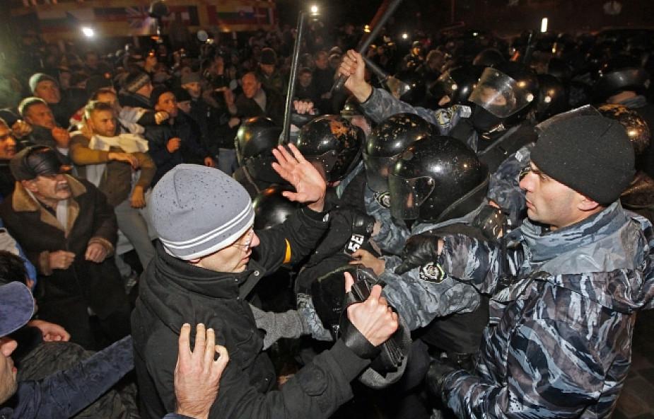 Ukraina: Nocne starcia zwolenników UE z milicją