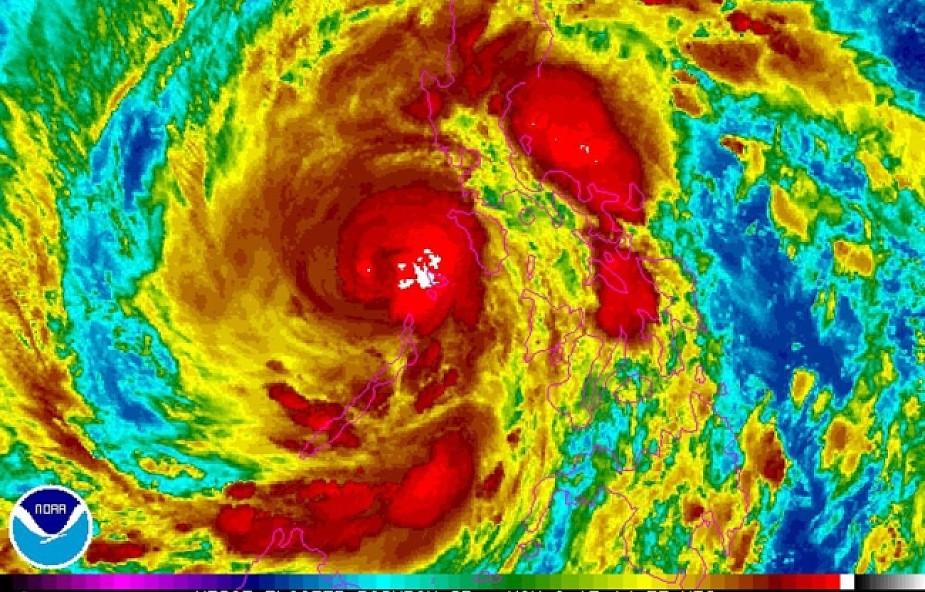 Filipiny: co najmniej 100 ofiar tajfunu Haiyan