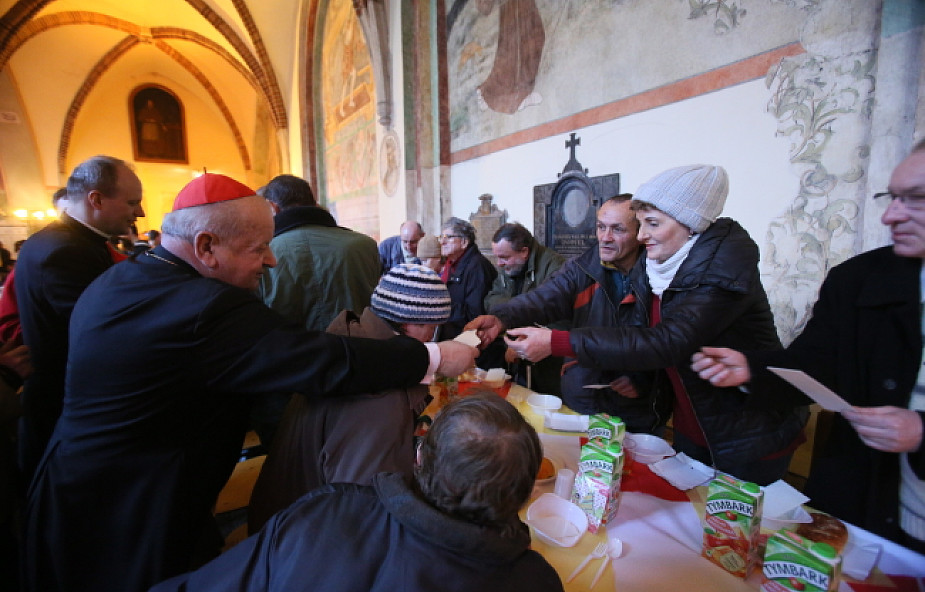 Kardynał Dziwisz spotkał się z najbiedniejszymi