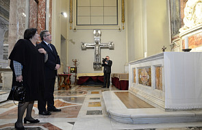Prezydent modlił się przy grobie bł. JPII