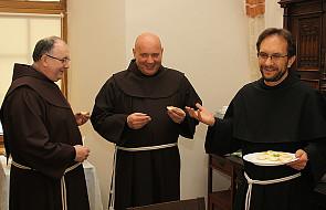 Trzy zakony franciszkańskie przy jednym stole
