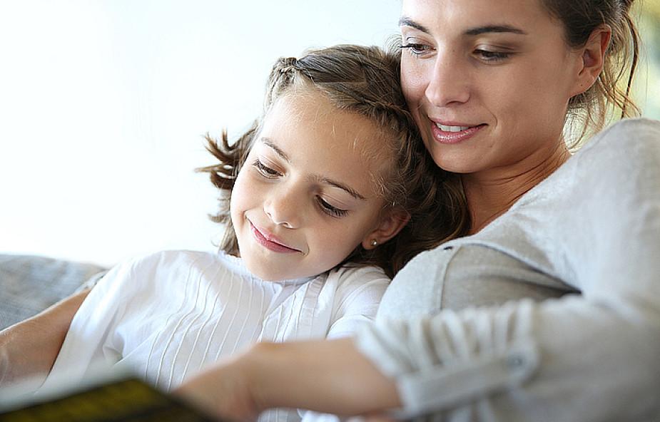 Język, którym mówi mama, kształtuje dziecko
