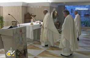 Papież: modlitwa otwiera nas na Boga i bliźnich
