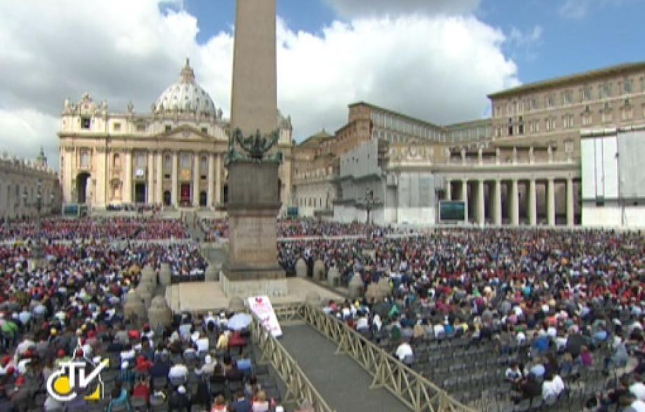 Pierwsza kanonizacja Franciszka, 800 świętych